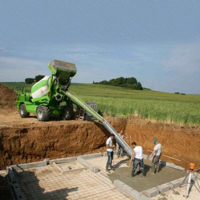 dbm-2500-ev-Self-Loading-Concrete-Mixer